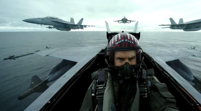 Tom Cruise ottiene il titolo di Aviatore Onorario